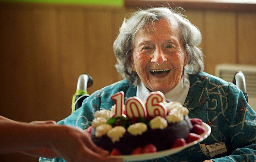 Paní Alena Sedlážková slaví své 106. narozeniny, navzdory Covid-19.