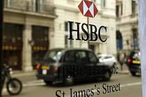 Přes účty švýcarské banky možná procházely nelegální a nezdaněné peníze.