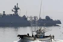 Soul vyslal čtyři menší vojenské lodě, aby vyhnaly rybáře z neutrálních vod v okolí jihokorejského ostrova Kanghwa, kde je lov zakázán.