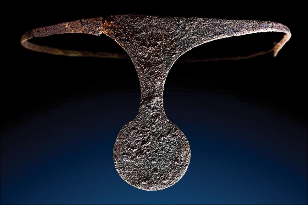 Stříbrný diadém z hrobu číslo 38 v lokalitě La Almoloya