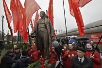 V Minsku byl dnes, v den výročí bolševické revoluce z roku 1917, slavnostně odhalen opravený památník jejímu vůdci, Vladimíru Iljiči Leninovi.