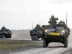 Desítky amerických vojenských vozidel společně s vojáky vyrazily z Estonska na cestu dlouhou téměř 2000 kilometrů zpátky na domovskou základnu v Německu.