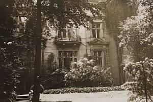 Ústředí celého nacistického programu eutanazie sídlilo od jara 1940 v berlínské vile na Tiergartenstraße 4 (na snímku z roku 1921)