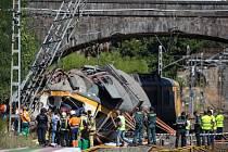 Páteční nehodu osobního vlaku na severozápadě Španělska, která si vyžádala čtyři oběti a padesátku zraněných, způsobila vysoká rychlost.