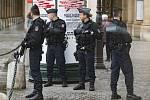 Na volby dohlížejí tisíce policistů