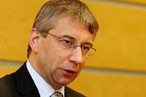 Ministr práce Jaromír Drábek (TOP 09) chce z rezerv svého úřadu poskytnout 58 milionů korun na doplacení sociálních služeb.