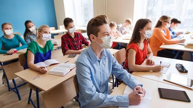 Nouzový stav na jaře byl těžkou zkouškou pro učitele, děti i rodiče. Pak přišel konec školního roku, prázdniny a s nimi uvolnění. Ale s koncem prázdnin se situace opět zhoršila.