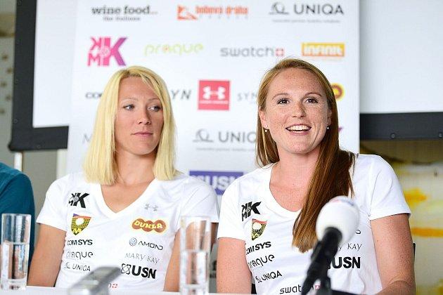 Beachvolejbalistky Michaela Kvapilová (vlevo) a Kristýna Hoidarová Kolocová.