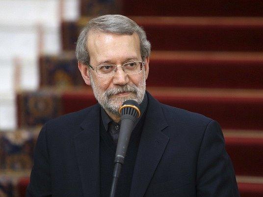Íránský parlament dnes jasnou většinou opět zvolil do svého čela umírněného konzervativce Alího Larídžáního (57).
