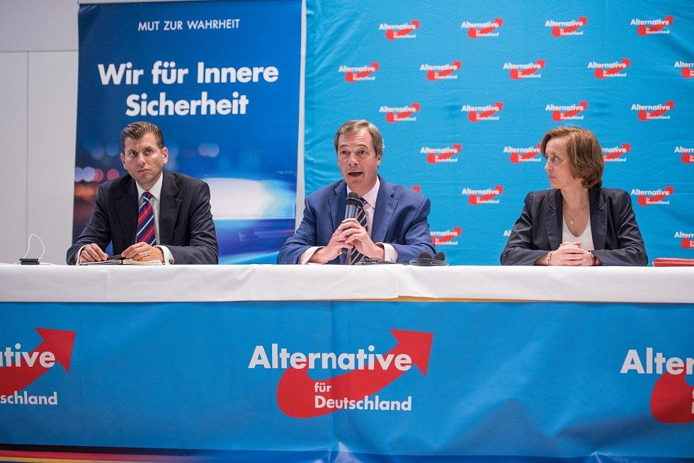 V roce 2017 se jednoho z předvolebních setkání AfD zúčastnil i britský politik Nigel Farage