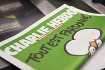 První stovka kusů francouzského časopisu Charlie Hebdo dorazila do Česka.