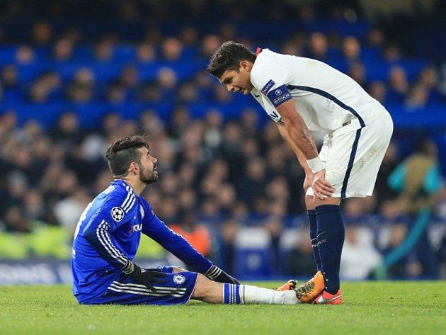 Diego Costa z Chelsea (vlevo) a Thiago Silva z Paris St. Germain.
