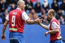 Nejlepší střelec české fotbalové reprezentace Jan Koller (vlevo) při rozlučce Davida Jarolíma (vpravo) v Hamburku.