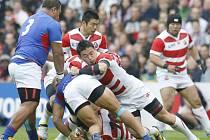 Ragbisté Japonska (v červenobílém) proti Samoe.
