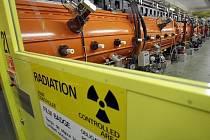 Obří lineární urychlovač Evropské organizace pro jaderný výzkum u Ženevy.