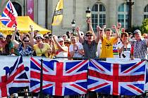 Fanoušci Brita Frooma při dojezdu letošní Tour de France.