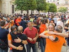 Španělští hasiči vyjadřují podporu svým souzeným kolegům