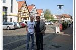 Filip Minařík s otcem v Německu