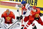 Češi se už s Ruskem utkali v základní skupině. Zleva brankář Ruska Andrej Vasilevskij, Tomáš Zohorna z ČR a Nikita Zadorov z Ruska.