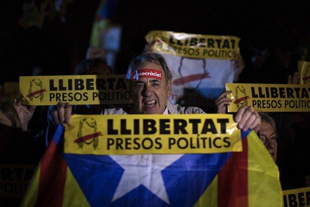 Katalánci vyšli do ulic.