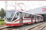 """Vůdce KLDR si prohlédl """"nové"""" tramvaje a trolejbusy."""