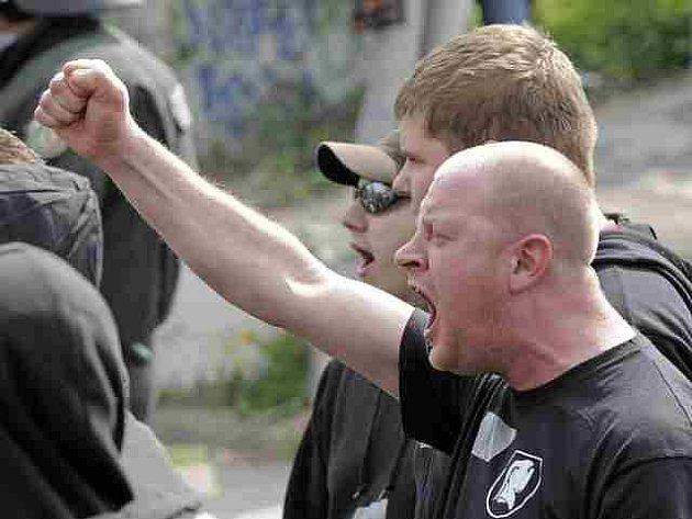 V Berlíně vypukly první střety mezi levicovými radikály a policií.