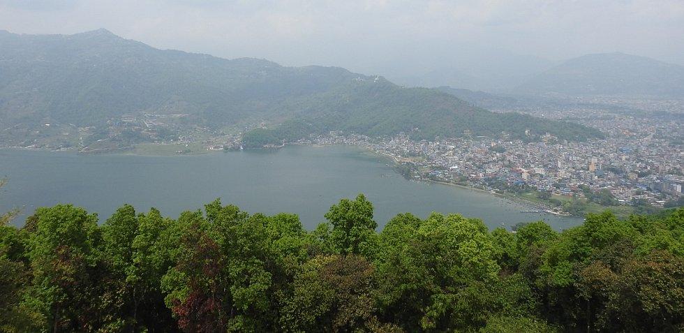 Jezero Phewa , Phewa Tal nebo Fewa Lake. Je to druhé největší jezero v Nepálu.