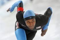 Americký rychlobruslař Shani Davis získal olympijské zlato na trati 1000 metrů.
