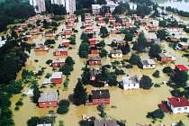BAŤOVSKÉ DOMKY. Voda zaplavila také Otrokovice.