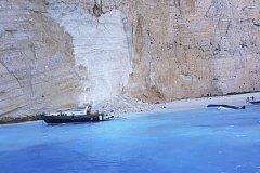Na proslulé pláži na ostrově Zakynthos spadl kus skály