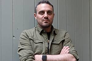 Britský spisovatel žijící na Slovensku Robert Bryndza.