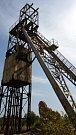 Zbytky sovětské továrny na těžbu a zpracování soli. Odvážné povahy mohou po zrezivělých schodech vylézt nahoru.