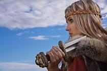 První důkazy o existenci bojovnic vikinského světa se objevily na přelomu 19. a 20. století. Ve východním Norsku byl v Nordre Kjølen nalezen ženský hrob s veškerým vybavením typickým pro válečníka.