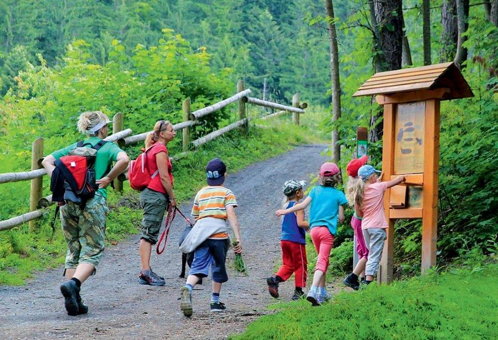 Děti budou nadšeny Kulíškovou naučnou stezkou v Beskydech. Není dlouhá, zato však je plná zábavných i poučných zajímavostí