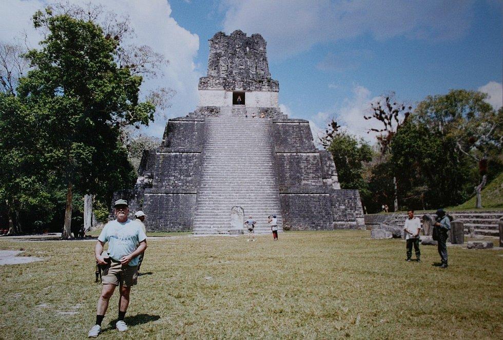 Ruiny nejrozlehlejšího mayského starověkého města Tikal na území dnešní Guatemaly