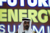 Korunní pric emirátu Abu Dhabi šejch Muhammad bin Zajed al-Nahajan mluví na konferenci o budoucích zdrojích energie.