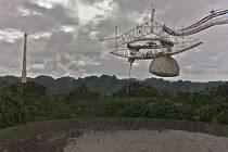 Největší radioteleskop na světě v horách u města Arecibo.
