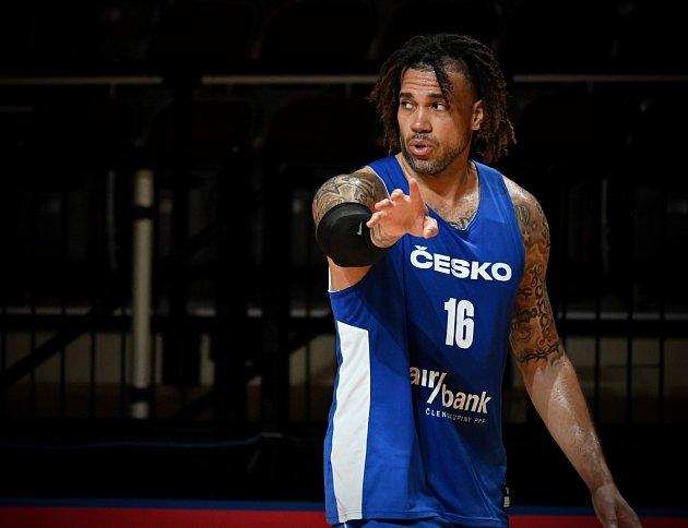 Čeští basketbalisté už trénovali vKanadě (Blake Schilb).