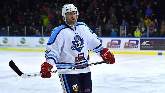 Jaroslav Bednář, jehož hlavní prací je funkce manažera v extraligovém Hradci, zaznamenal za Vrchlabí v posledním přípravném mači proti Jablonci pět bodů.