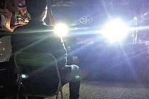 Policie na jihu Číny trestá řidiče pohledem do dálkových světel.