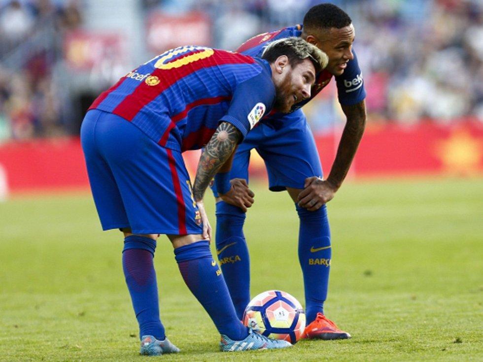 Kanonýři Barcelony Lionel Messi (vlevo) a Neymar. Potkají se zase v Paříži?