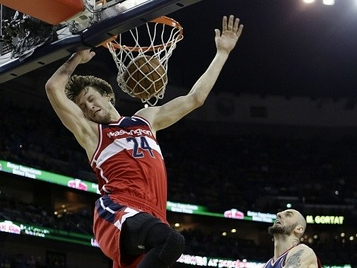 Jan Veselý si v zámořské NBA vylepšil střelecké maximum v této sezoně na 12 bodů, přidal sedm doskoků a pomohl Washingtonu k vítězství 102:96 na hřišti New Orleans.