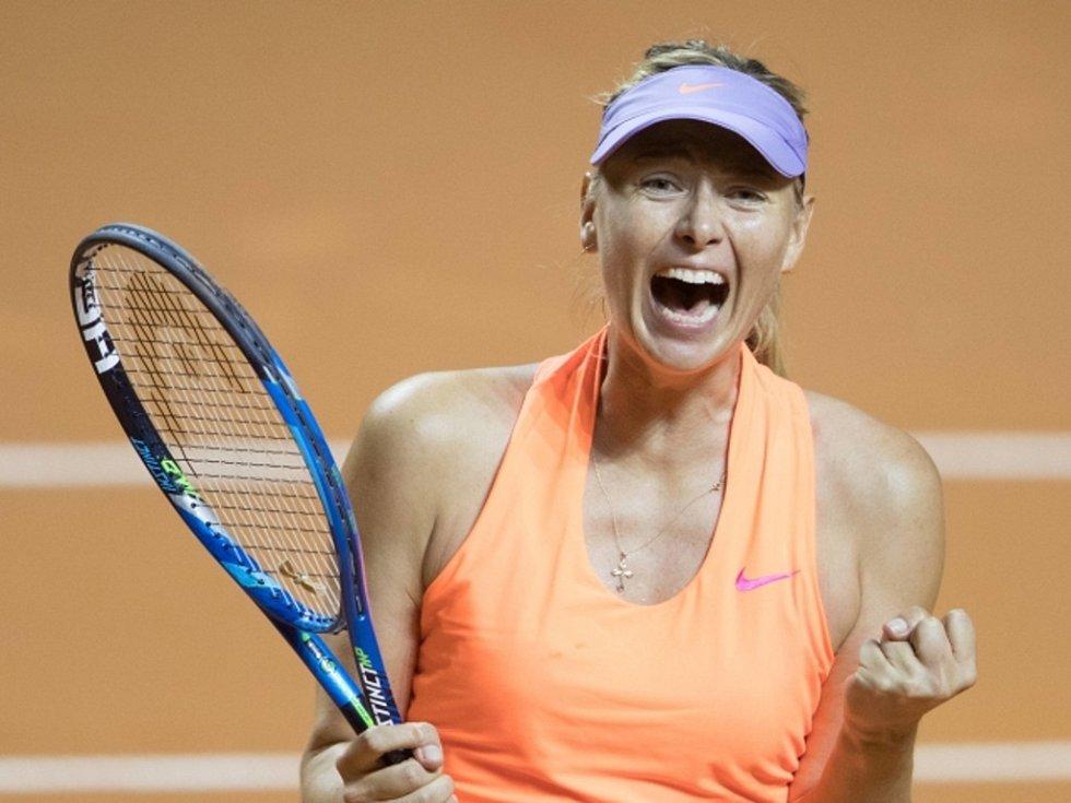 Maria šarapovová na turnaji ve Stuttgartu.