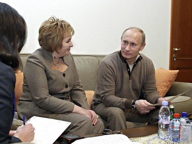 Ruský premiér Vladimir Putin a jeho manželka Ljudmila.
