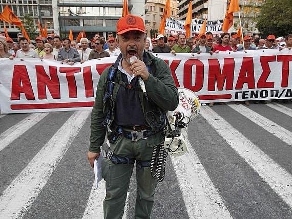 Veřejné služby a především dopravu v Řecku ochromila generální stávka, kterou svolaly odbory na protest proti plánovaným penzijním a pracovněprávním reformám.