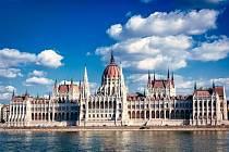 Budova maďarského parlamentu v Budapešti.