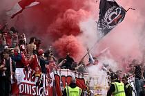 Fanoušci fotbalistů Slavie na derby se Spartou.