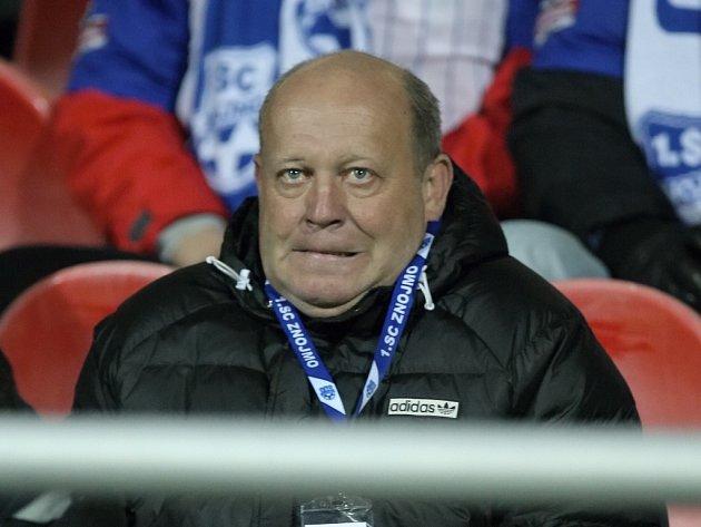 Trenér fotbalistů Znojma Leoš Kalvoda musel kvůli trestu vést své svěřence proti Olomouci z tribuny.