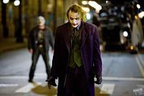 Vtipálek s prořízlou tváří je poslední role Heatha Ledgera.