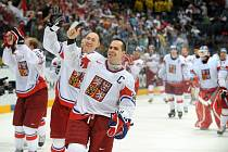 Čeští hokejisté slaví vítězství v semifinále proti Švédsku 3:2 na MS.